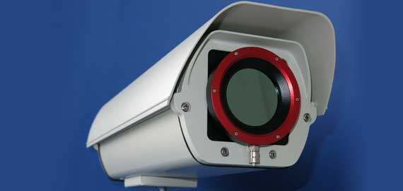 Wärmebildkamera mit Schwenk-Neigekopf zur automatischen Überwachung großer Flächen